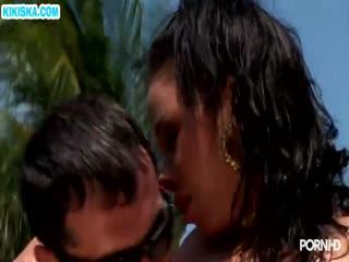 Скриншот Две гламурные туристки дрючатся у бассейна