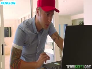 Скриншот Мастер по компьютерам отодрал хозяйку в анус
