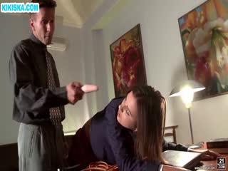 Скриншот Препод наказал студенточку у себя в кабинете