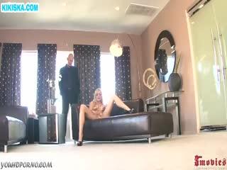 Скриншот Блондинка с большой грудью обожает анал