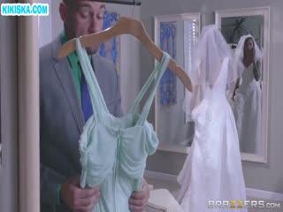 Скриншот Анал с сисястой невестой перед свадьбой