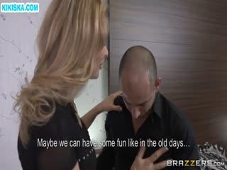 Скриншот Две сучки страстно кувыркаются с парнем