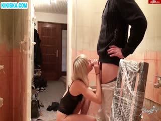 Скриншот Рабочий чпокнул секси блондиночку