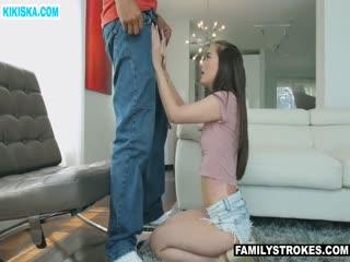Скриншот Молодая сучка совратила ухажера мамы