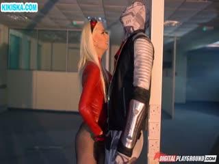 Скриншот Супергеройское порно с блондинкой в латексе