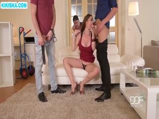 Скриншот Муж и двое рабочих прут сисястую жену
