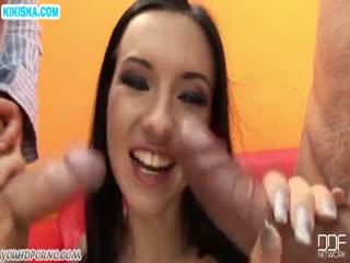 Скриншот Парни жестко прут молодую шлюшку
