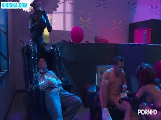 Скриншот Шлюшки в секс нарядах отрываются с мужиками