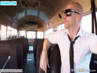 Скриншот Водитель автобуса отодрал сисястую пассажирку