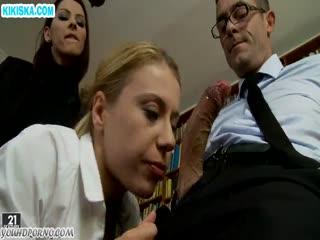 Скриншот Директор трахнул блондиночку в колготках