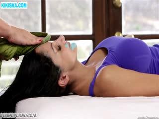 Скриншот Белокурая массажистка приласкала сочную пациентку