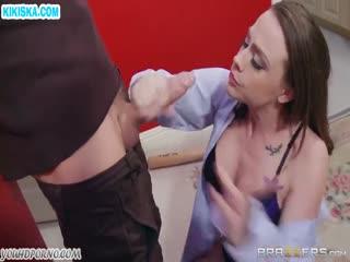 Скриншот Сочная мамаша в секс наряде дала грабителю