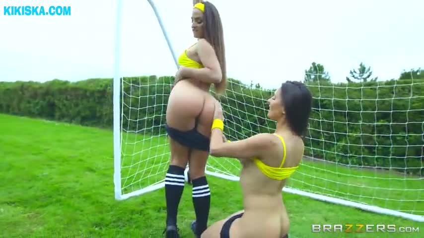 Пиздой жопастые футболистки порно зрелую красотку негр