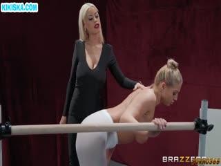 Скриншот Похотливая тренер совратила гимнастку на лесбо порно