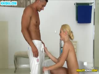 Скриншот Смачный секс с блондинкой в ванной