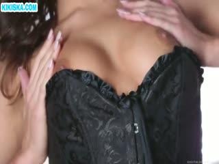 Скриншот Брюнеткочка в корсете нежно мастурбирует