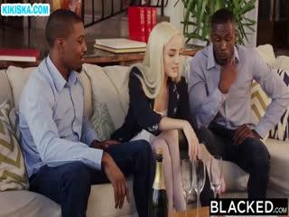 Скриншот Хрупкую блонди отодрали черные парни