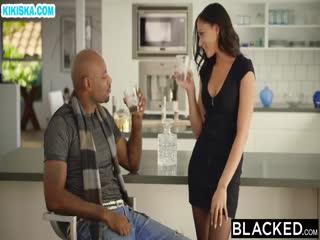 Скриншот Жена изменяет мужу с африканцем