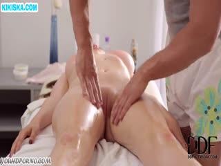Скриншот Мускулистый массажист отымел грудастую пациентку